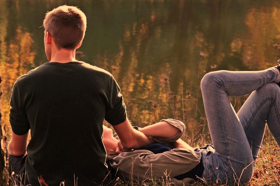 couple-love-nature